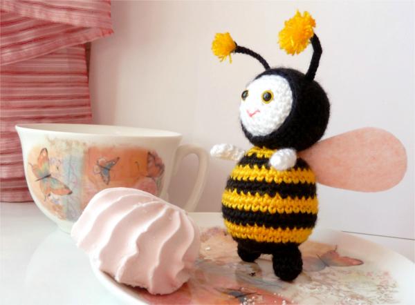 Вязаная-Пчелка-Крючком-Фото