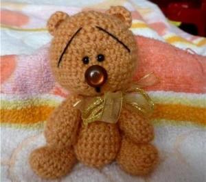 вязаный медвежонок амигуруми